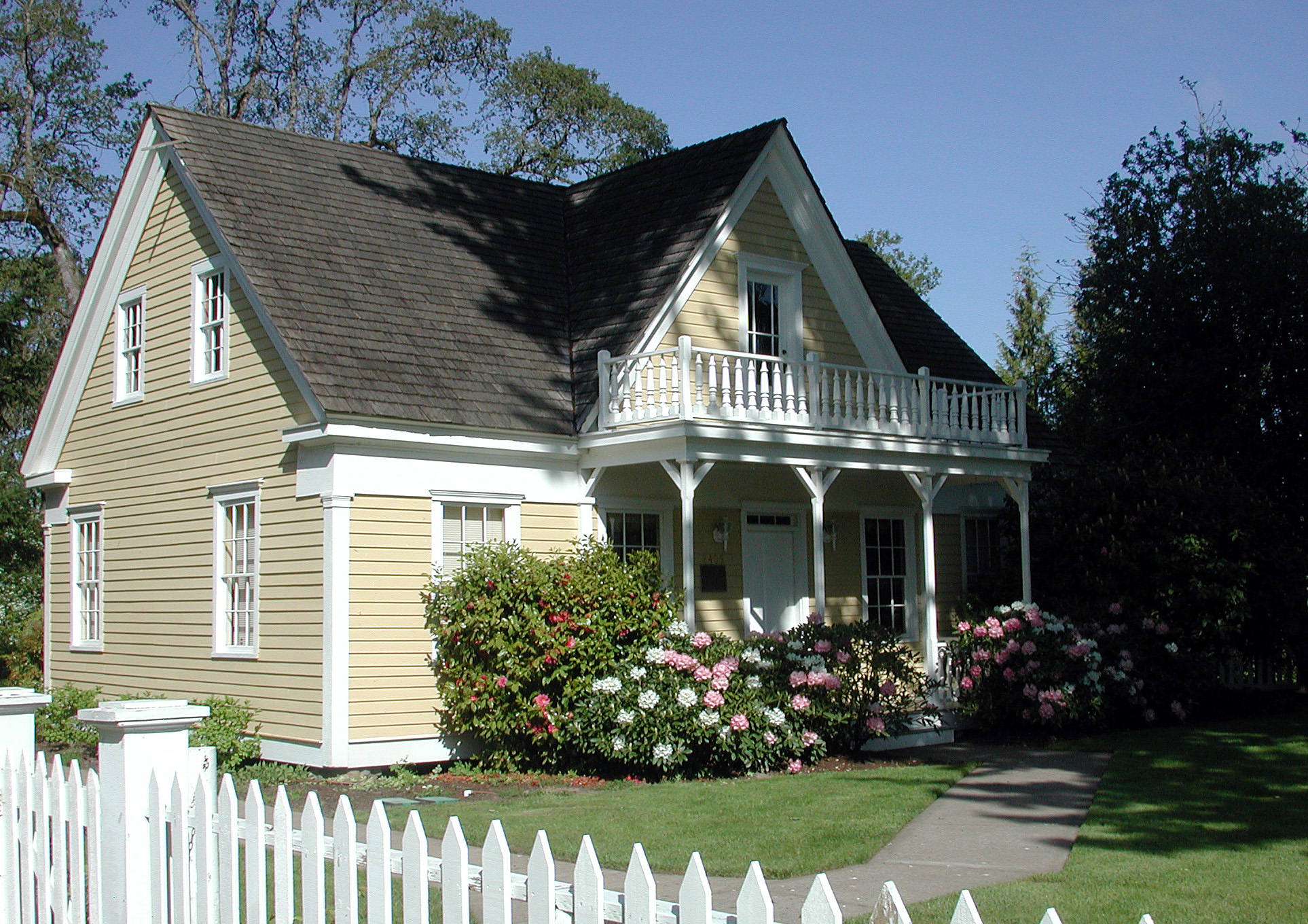 Fanno Farmhouse, Oregon, built 1859. Photo courtesy of Wiki.